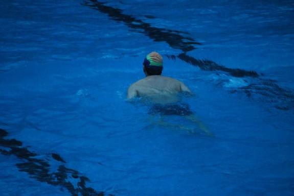 swimmer-16996_640